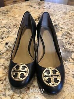 New Tory Burch Chelsea Wedge Heels Shoes Black Leather With Gold Logo Size 5