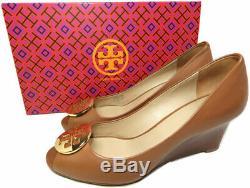 Tory Burch Kara Wedge 65mm Tan Leather Peep Toe Pumps Gold Logo Shoes 7